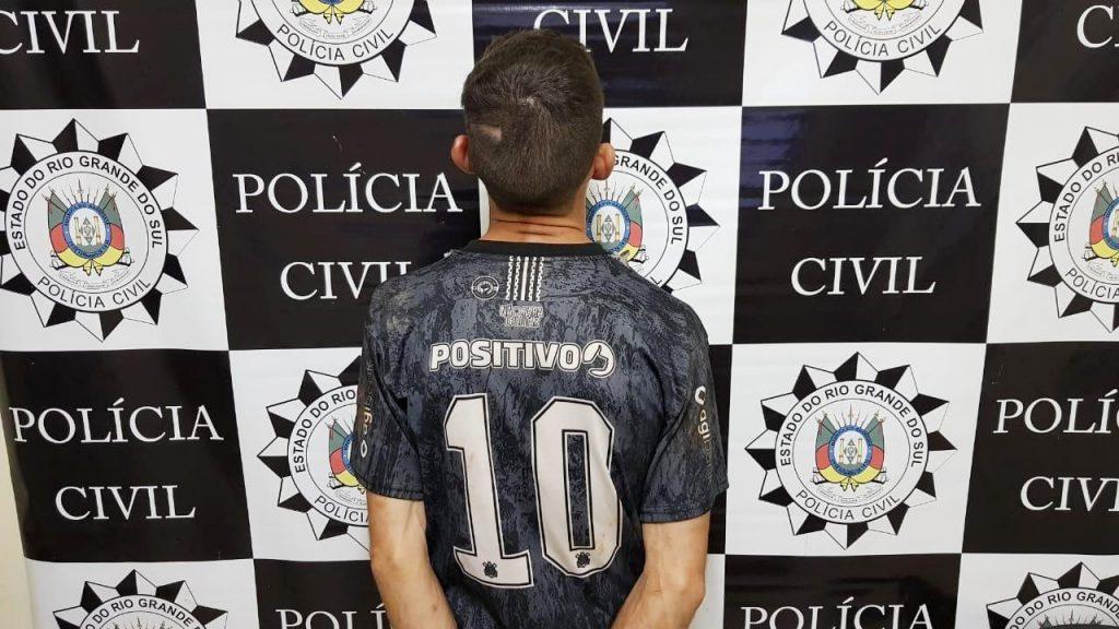 Foragido Daniel Padão, preso em flagrante pela Draco de Erechim por porte ilegal de arma de fogo   |  Crédito: Draco Erechim/Imprensa