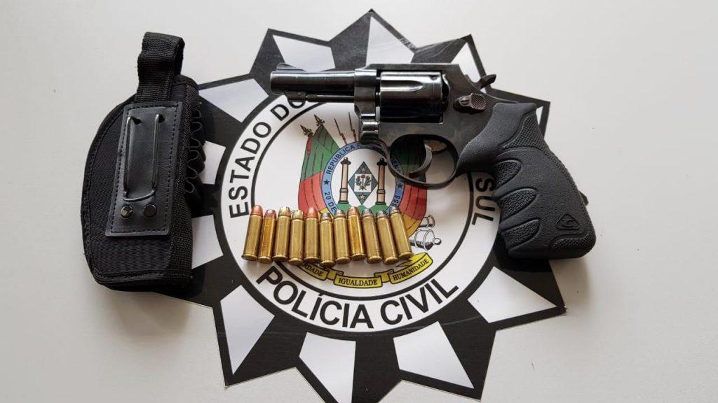 Revólver calibre 38 e munições que estavam com Daniel Padão no momento da prisão   | Crédito: Draco de Erechim/Imprensa