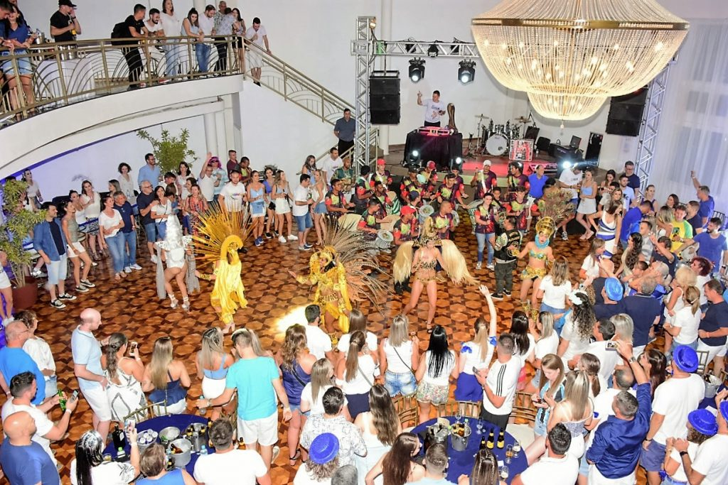 Escola de Samba Aliança, de Joaçaba (SC), animou os foliões do Azul e Branco  |  Crédito: Maria Lúcia Smaniotto