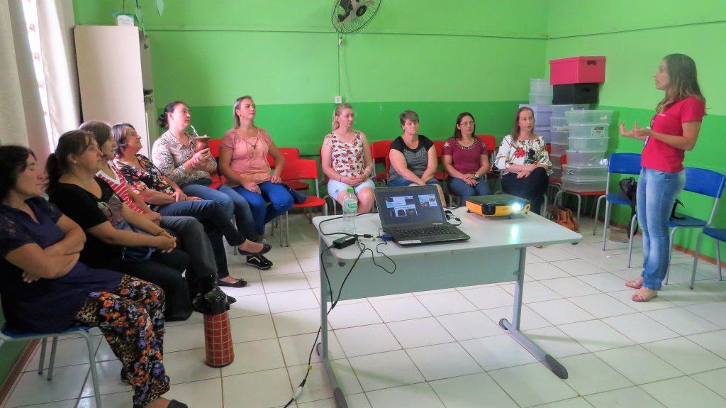 Merendeiras e serventes participam de capacitação em Erebango (RS)   Foto: Terezinha Vilk/Emater/RS-Ascar