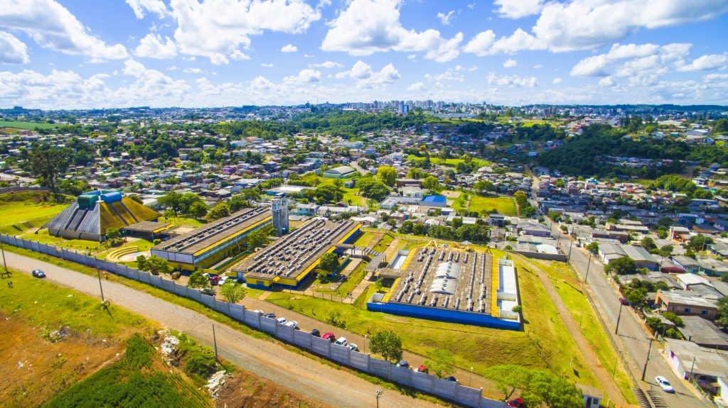 Vista aérea da Escola Municipal de Ensino Fundamental Cristo Rei (Caic Cristo Rei) | Crédito: Prefeitura de Erechim/Secom
