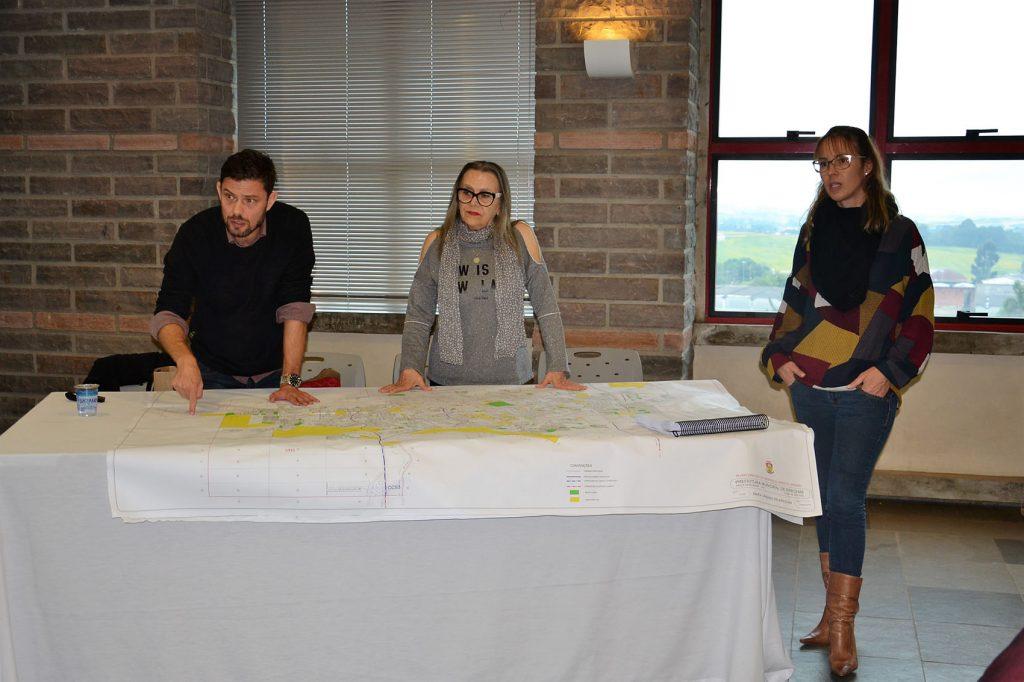 Arquitetos Fernando Piran, Roseli Hachmann e Ivana Haver apresentaram a proposta do novo Plano Diretor de Erechim  |  Foto: Maria Lúcia Smaniotto