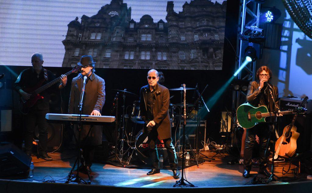 Banda Bee Gees Alive, durante a apresentação   |   Crédito: André Fotos