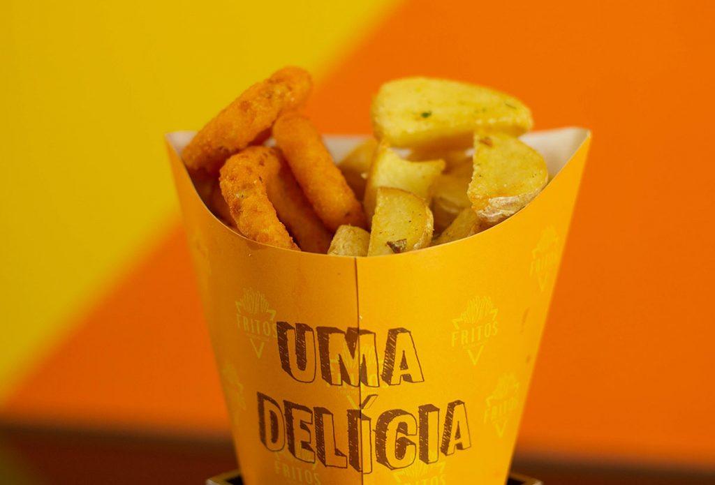 Cebola empanada e batata rústica | Fotos: Fritos no Cone/Divulgação