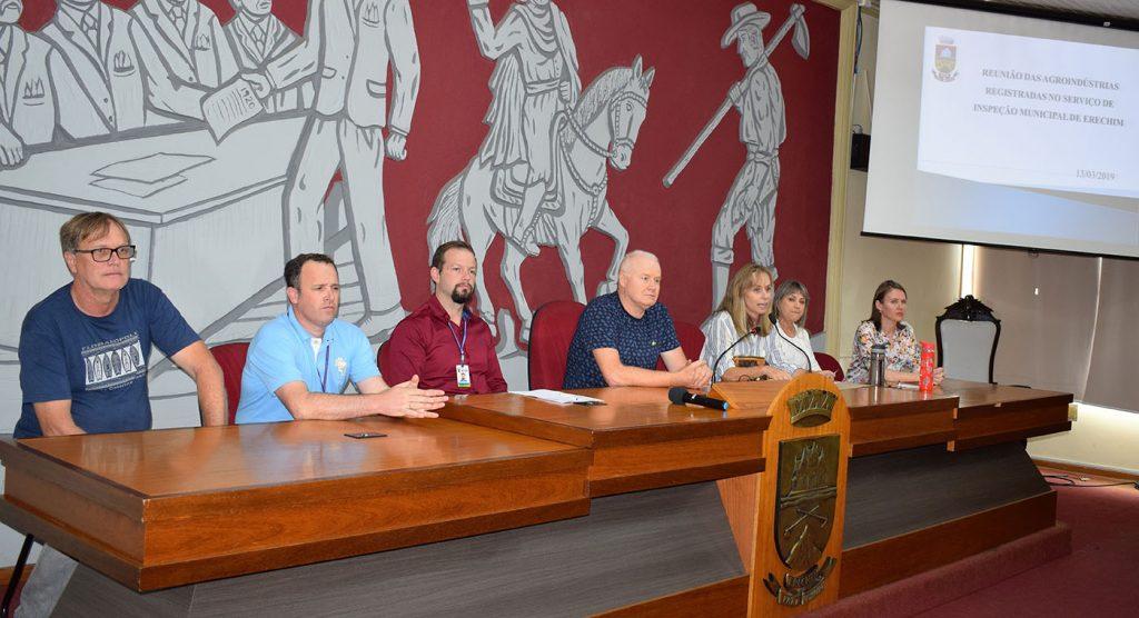 Reunião foi realizada nesta quarta-feira, 13, no plenário da Câmara de Vereadores | Prefeitura de Erechim/Secom