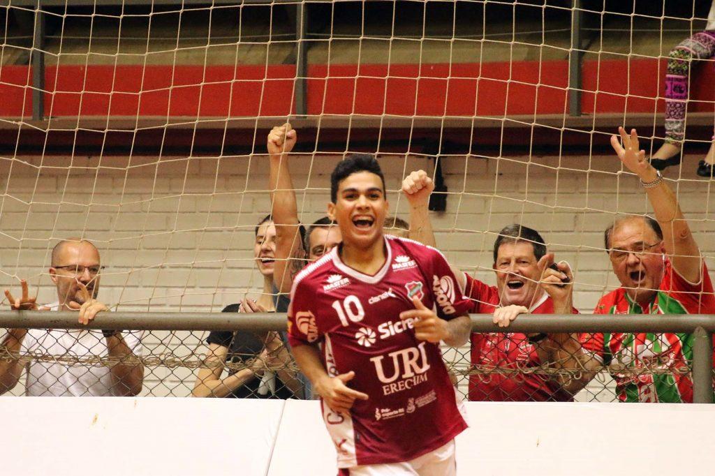 Cleber, destaque do jogo contra a Intellig   |   Foto: Edson Castro