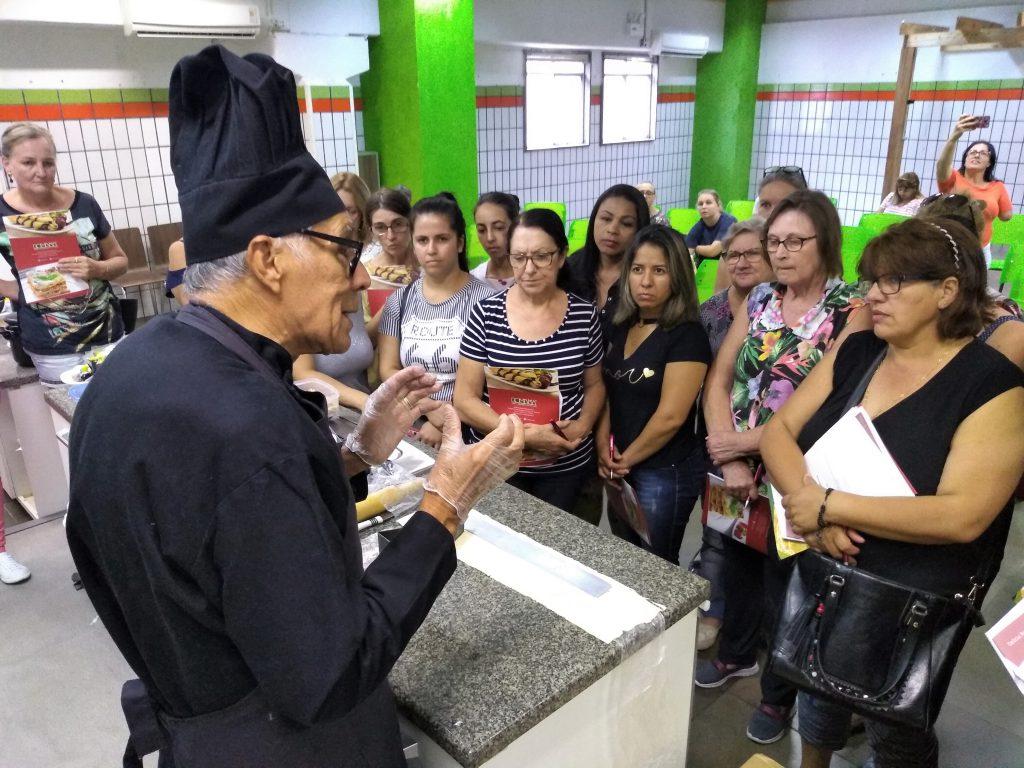 Chef Rafael Gonzales, da Massas Romena, ensinou receitas com massa folhada | Foto: Master/Divulgação