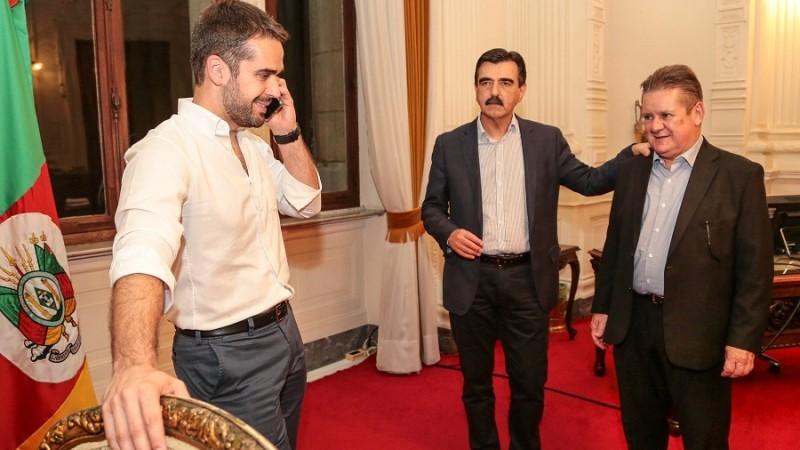 Governador ligou para o líder do governo, deputado Frederico Antunes, logo após a aprovação da PEC na Assembleia Legislativa   |   Foto: Gustavo Mansur/ Palácio Piratini