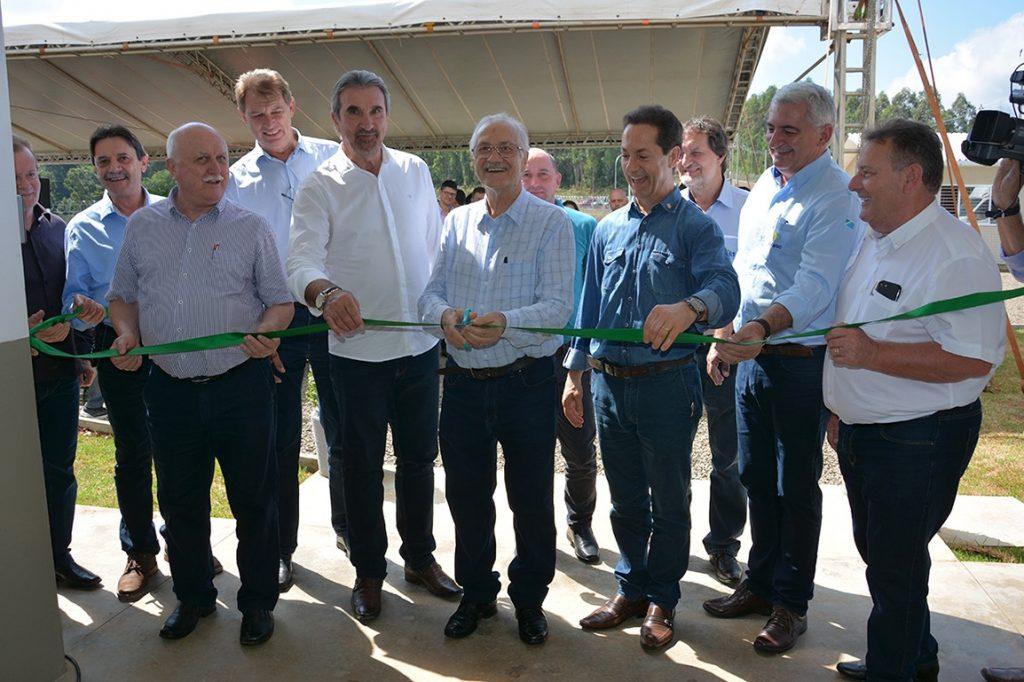 Presidente da Aurora, Mário Lanznaster, cortou a fita de inauguração da nova unidade | Fotos: Aurora/Imprensa