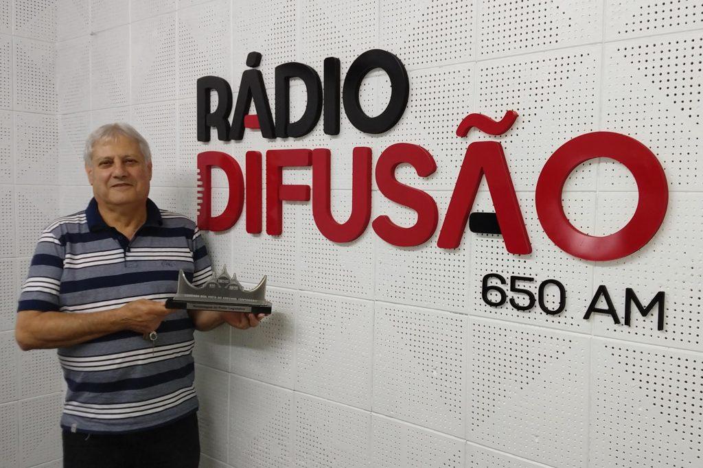 Lauri Tonin, há 47 anos integrando a equipe da Rádio Difusão, foi um dos homenageados pelo Poder Legislativo com a Comenda Boa Vista do Erechim - Centenário
