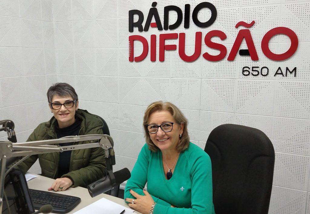 A convidada do Papo com Elas foi Maria Adamoli (à direita), consultora empresarial em desenvolvimento de equipes e de lideranças | Foto: Luis Henrique Moretto