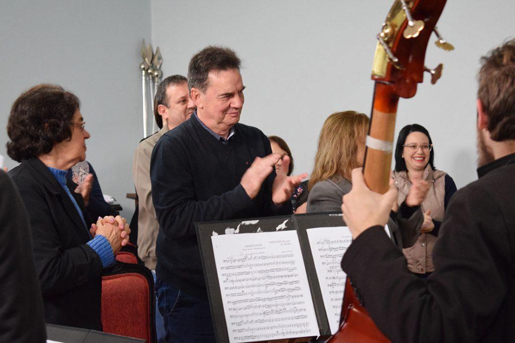 Prefeito de Erechim recebe convite musical da OCE       Foto: Prefeitura de Erechim/Ascom