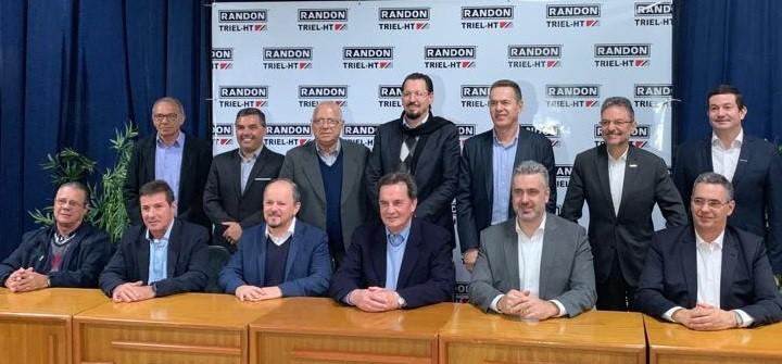 Assinatura do início da joint venture entre Randon e Triel ocorreu no dia 10 de julho, em Erechim | Foto: Prefeitura de Erechim?Secom