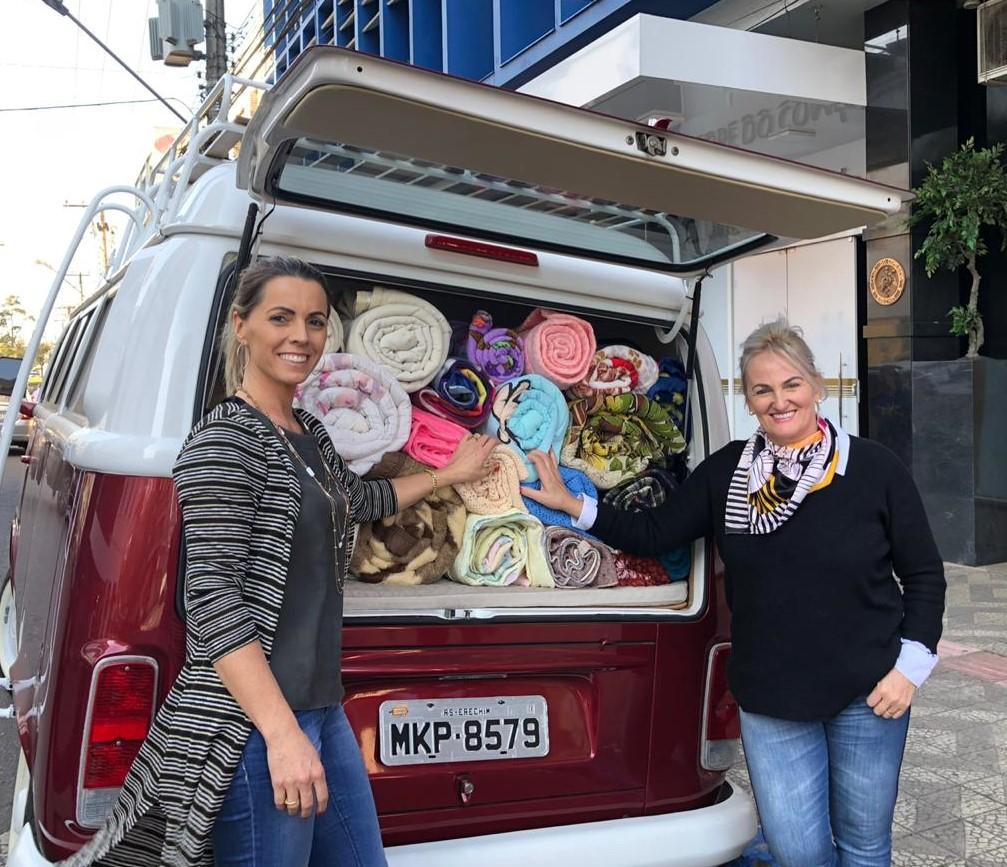 Clube do Comércio promove ação solidária e entrega mais de 50 cobertores a associações de recicladores | Foto: Maria Lúcia Smaniotto