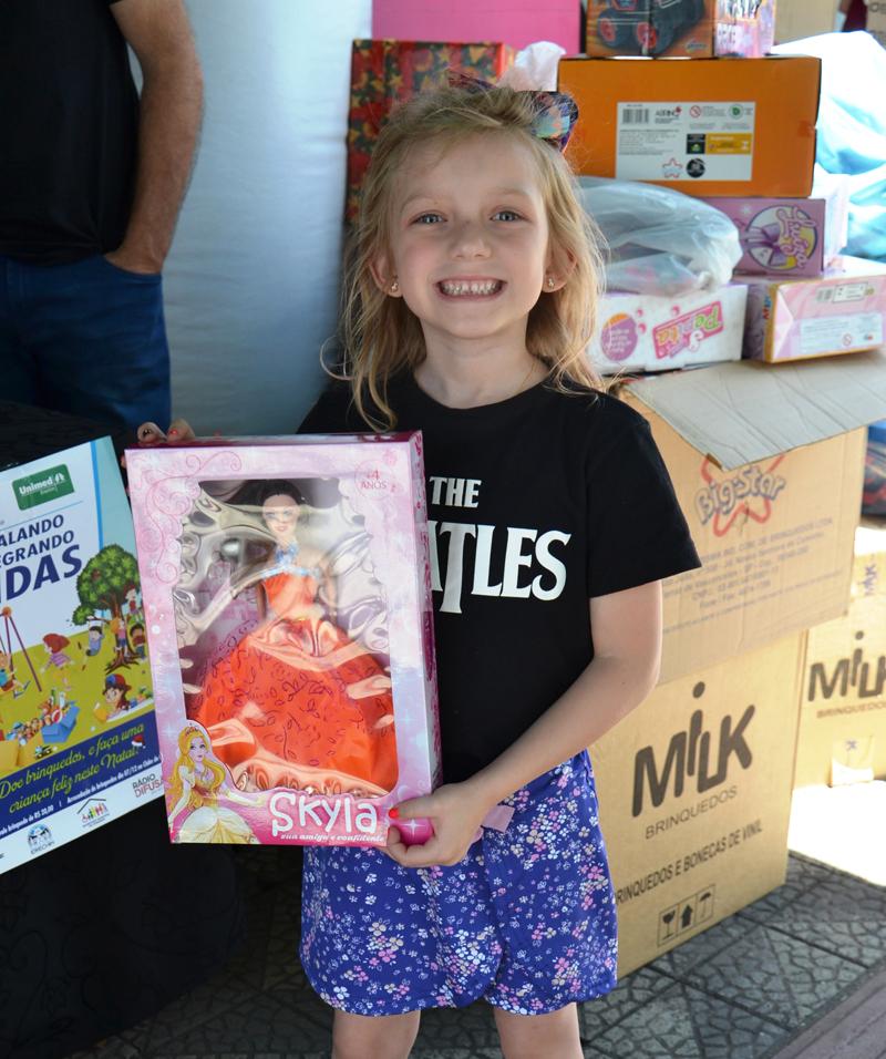 Aiala Prataviera Pansera, 6 anos, doou uma boneca porque disse ter muitas