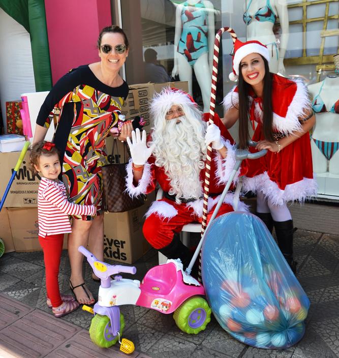 Várias crianças foram fazer a doação dos seus brinquedos usado | Fotos: Maria Lúcia Smaniotto