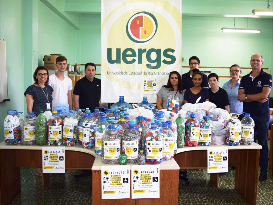 Gerente comercial da Creral de Sananduva, Zelci Guzzo, esteve na UERGS, representando a Creral, para receber as doações.