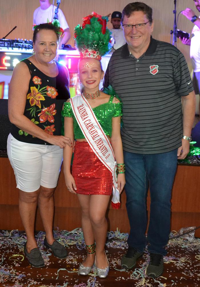 Casal presidente, Reny e Julio Brondani, com a Rainha Infantil Laura Coan Bis