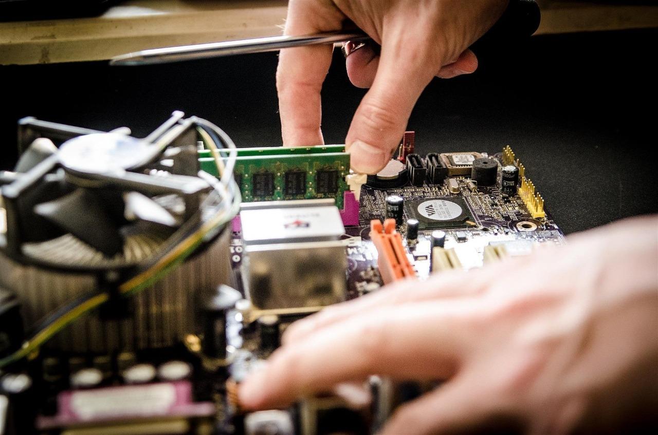 Empresa de tecnologia busca técnicos de TI e instaladores de CFTV em cidades do RS