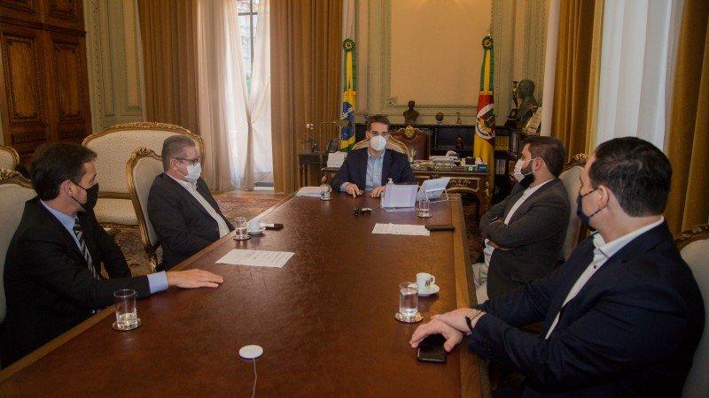 """""""Além do valor financeiro que será distribuído aos hospitais, o valor do ato de solidariedade é inestimável"""", disse o governador Eduardo Leite."""