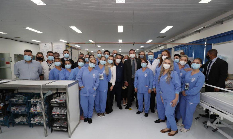 O presidente visitou as instalações do Centro Avançado de Atendimento Covid-19, em Chapecó (SC)
